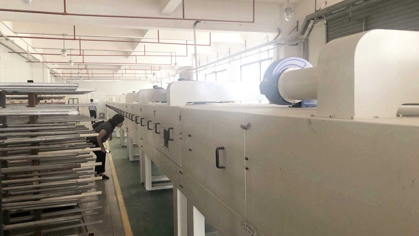 The automatic painting and drying line adopted by our furniture supplier was imported from Europe and is the first one in China.